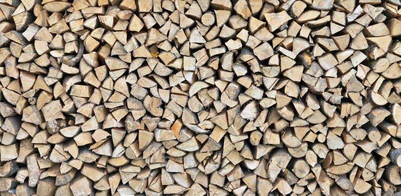 Den långa rektangulära panelen från framsidaprojektioner av björkfirewoen arkivfoto