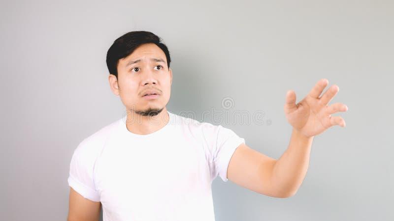 Den ledsna mannen som når handen som inte, lämnade honom bakom royaltyfri bild