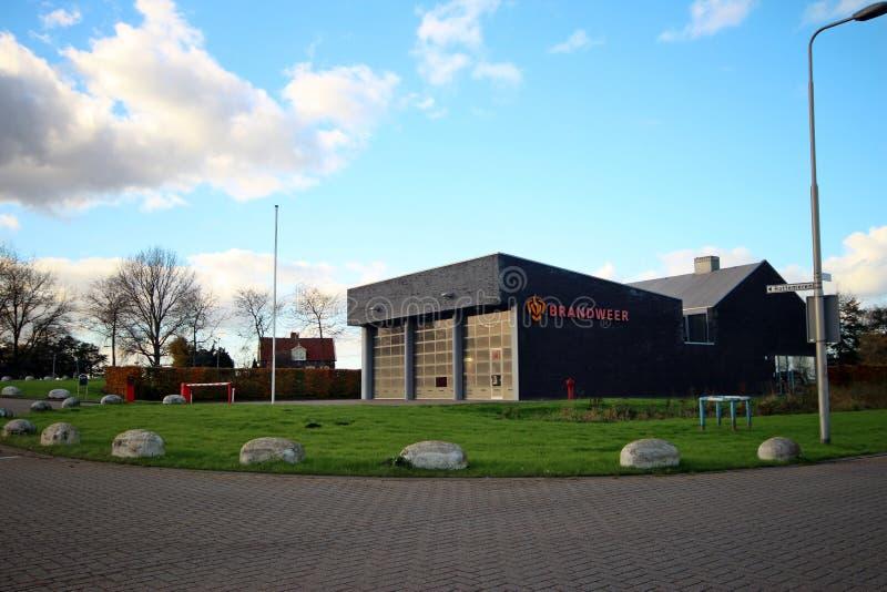 Den lilla brandstationen i byn av Zevenhuizen, var alla brandkämpar är, ställa upp som frivillig arkivfoto