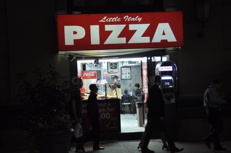 Den lilla Italien pizzarestaurangen i New York City fotografering för bildbyråer