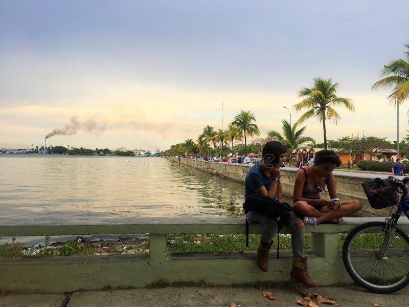 Den lilla staden Cienfuegos i Kuba royaltyfri bild