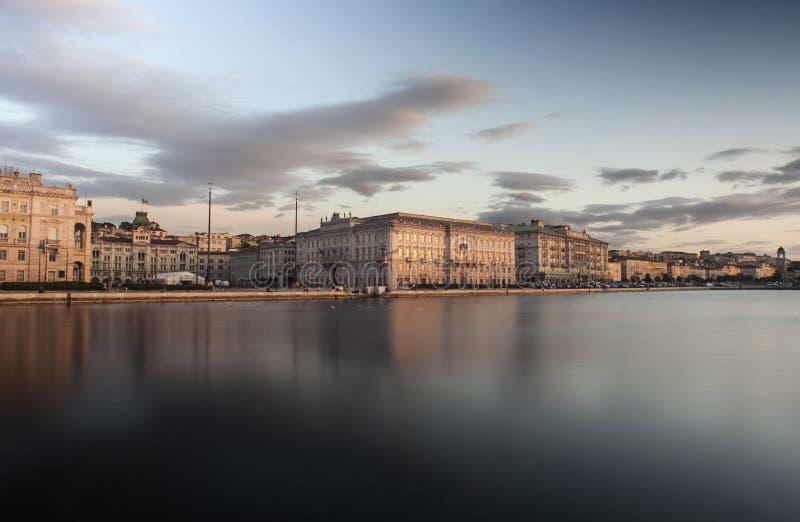 Den Lloyd Triestino byggnaden, Trieste arkivfoton