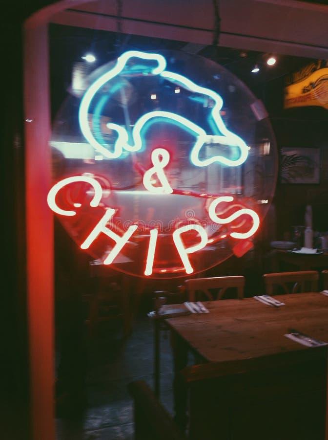 Den London England Storbritannien fisken och chiper reser restaurangmedborgaren royaltyfria foton