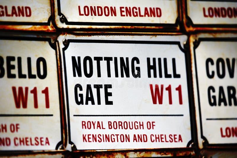 Den London gatan undertecknar, NOTTING HILL UTFÄRDA UTEGÅNGSFÖRBUD FÖR royaltyfria foton