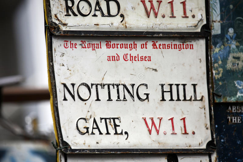 Den London gatan undertecknar, NOTTING HILL UTFÄRDA UTEGÅNGSFÖRBUD FÖR royaltyfri foto