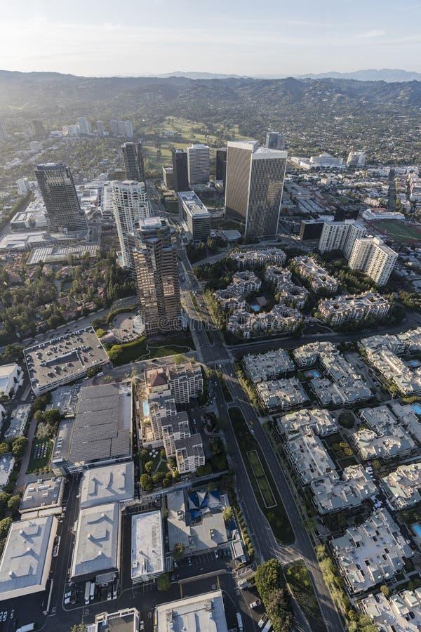 Den Los Angeles århundradestaden står högt den vertikala antennen royaltyfria foton
