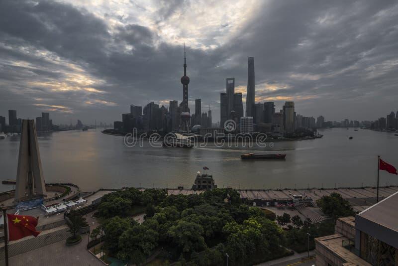 Den Lujiazhui horisonten av Pudong arkivfoton