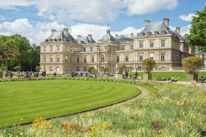 Den Luxembourg slotten i Jardinen du Luxembourg eller Luxembourg royaltyfri fotografi