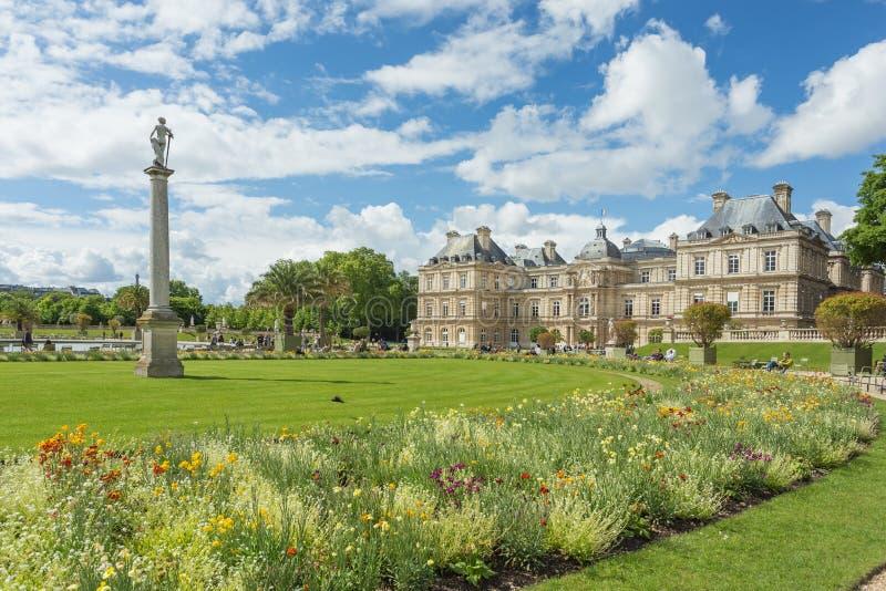 Den Luxembourg slotten i Jardinen du Luxembourg eller Luxembourg arkivfoton