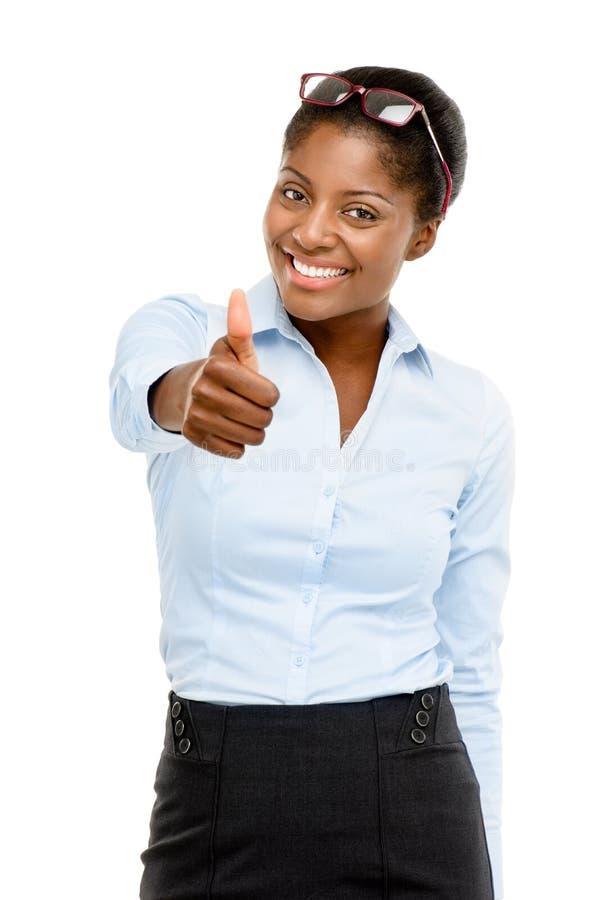 Den lyckliga afrikansk amerikanaffärskvinnan tummar upp isolerat på vit fotografering för bildbyråer