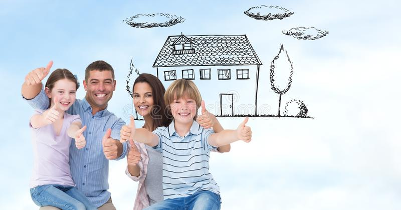 Den lyckliga familjvisningen tummar upp tecken med huset i bakgrund fotografering för bildbyråer