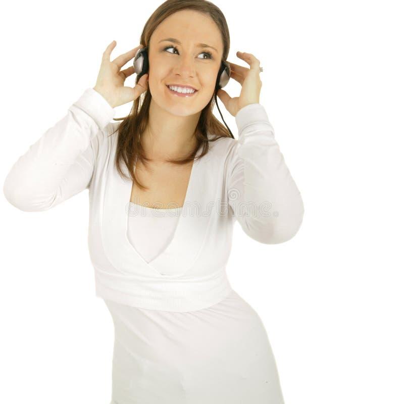 den lyckliga flickan lyssnar musik till arkivbilder