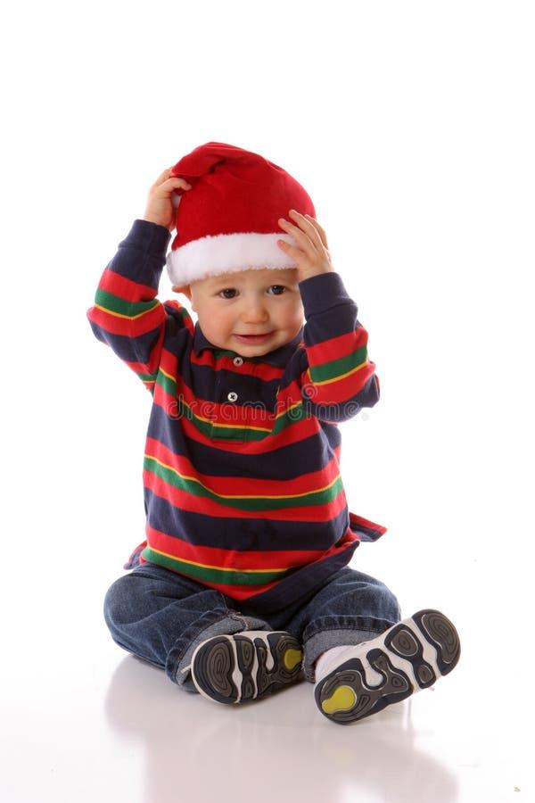 Den lyckliga santa hatten behandla som ett barn royaltyfri foto