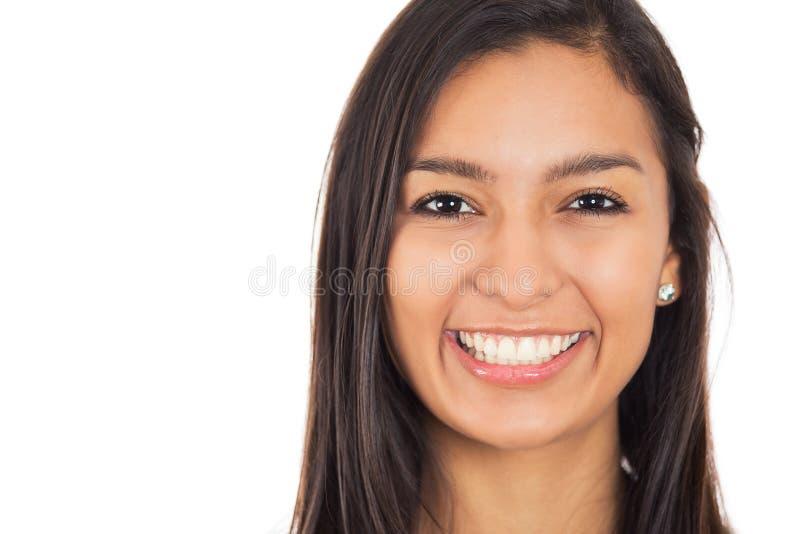 Den lyckliga unga kvinnan med perfekt leende isolerade vit bakgrund arkivbilder