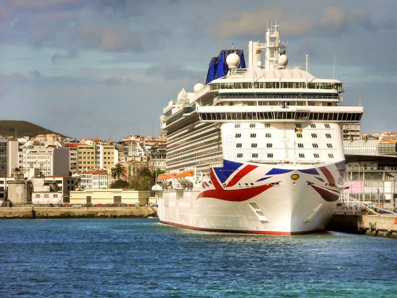 Den lyxiga `en för kryssning` BRITANNIA av P&O Kryssa omkring Företag royaltyfria bilder