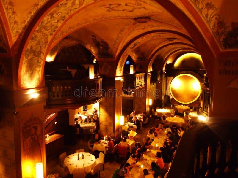 Den lyxiga inre av den exklusiva restaurangen i mitten av Bern royaltyfri fotografi