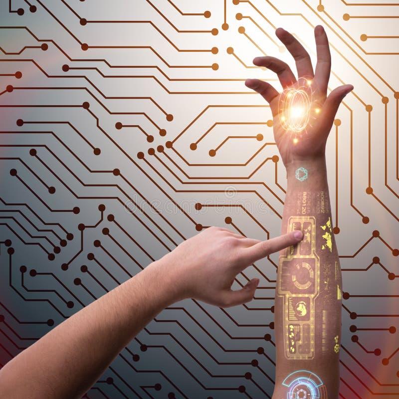 Den mänskliga robotic handen i futuristiskt begrepp royaltyfri bild