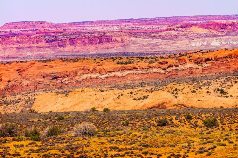 Den målade öknen röda Moab kritiserar bågenationalparken Utah royaltyfri bild