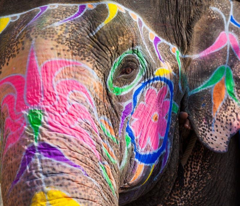 Painted vänder mot av den Indien elefanten i New Delhi royaltyfri bild