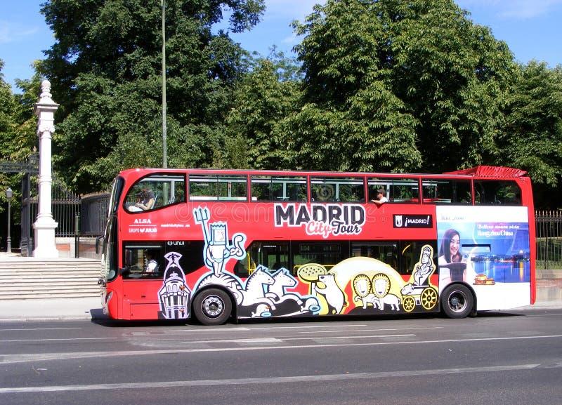 Den Madrid staden turnerar bussen royaltyfri fotografi