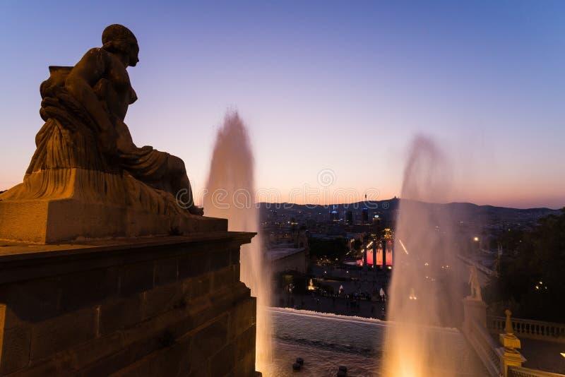 Den magiska springbrunnen av Montjuic i Barcelona arkivbilder