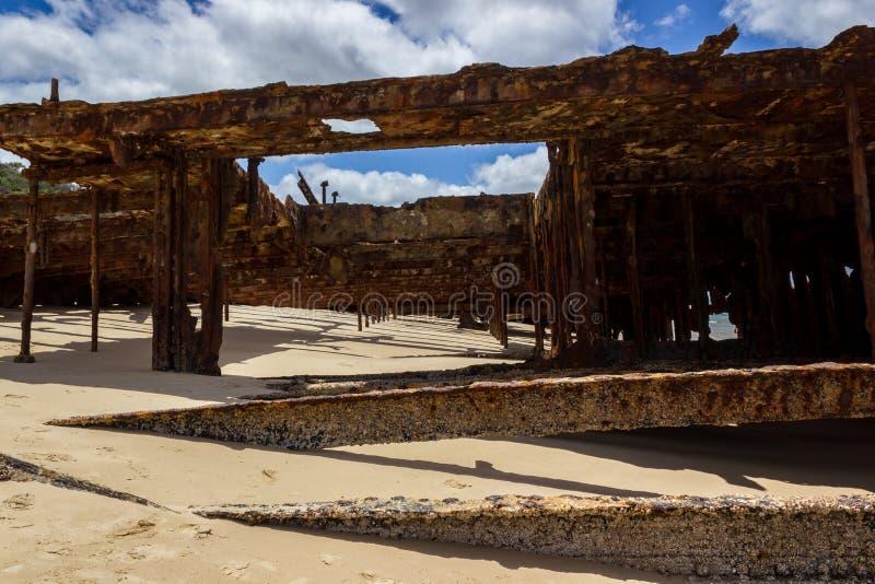 Den Maheno skeppsbrottet på den 75 mil stranden Fraser Island, Fraser Coast, Queensland, Australien royaltyfri fotografi