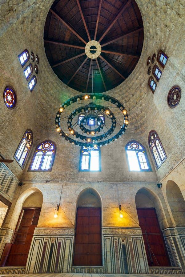 Den Mamluk eran Sultan al Ghuri Mausoleum med dekorerat marmorerar golvet, målat glassfönster, och tegelstenar stenar väggen, Kai fotografering för bildbyråer