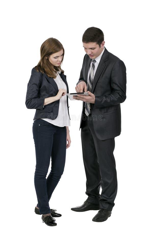 Den manliga konsulenten förklarar särdrag av elektroniskt arkivfoton