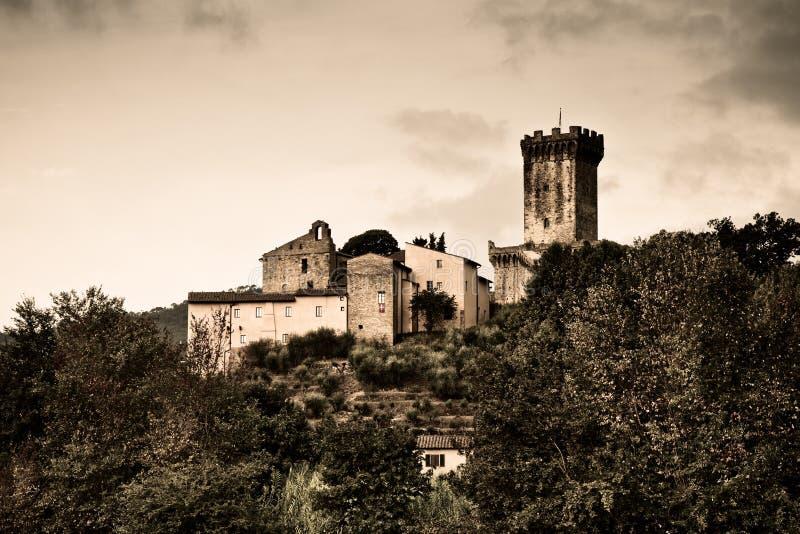 Den medeltida citadellen av Vicopisano (Italien, Tuscany) tonade bild royaltyfri fotografi