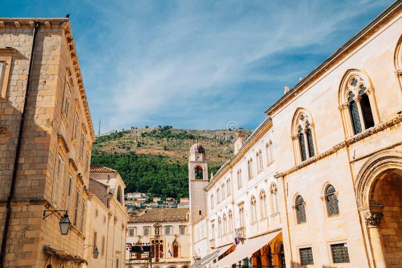 Den medeltida gamla staden Pred Dvorom Street i Dubrovnik, Kroatien arkivbild