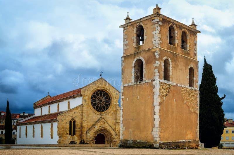 Den medeltida gotiska kyrkan av Santa Maria gör Olival i Tomar, Portugal arkivfoton