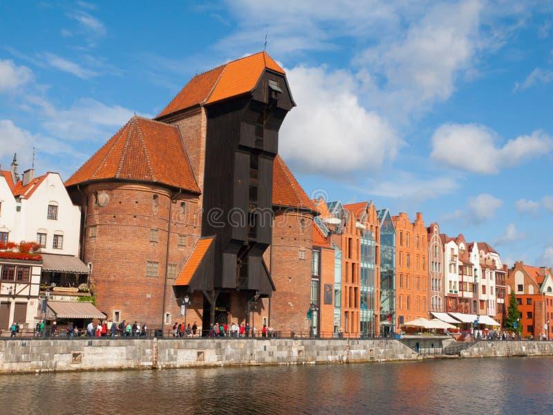 Den medeltida kranen i den Gdansk marina royaltyfria bilder