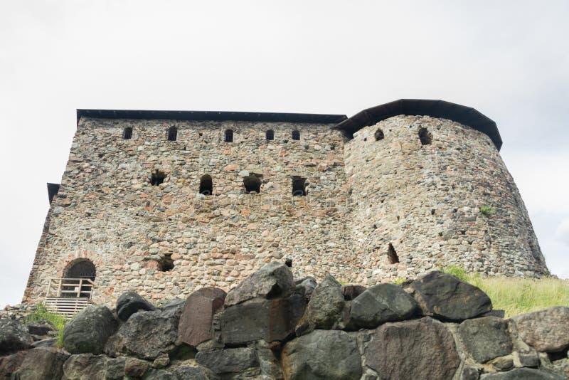 Den medeltida Raseborg slotten på vaggar i Finland på sommar fotografering för bildbyråer