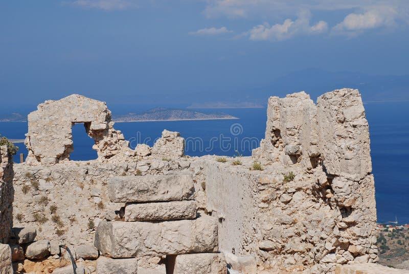 Den medeltida slotten fördärvar, Halki royaltyfri bild