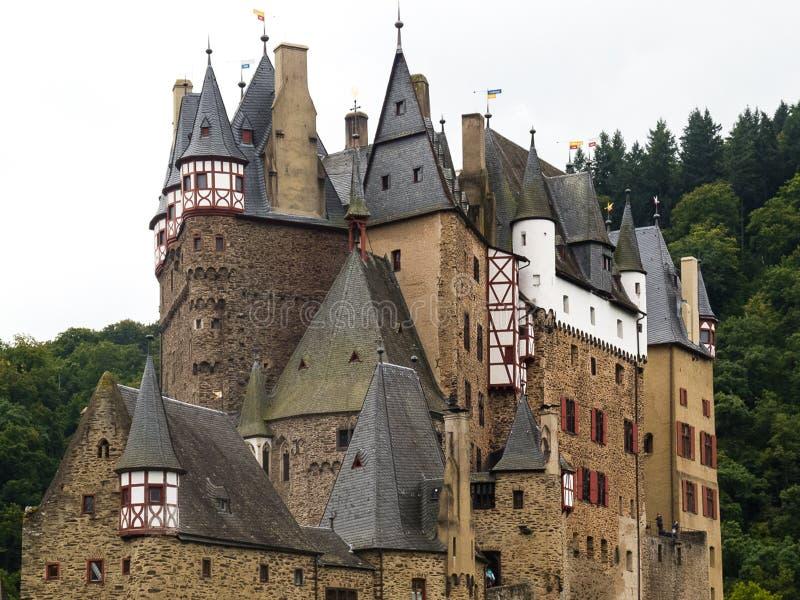 Den medeltida slottsmåstaden Eltz, Tyskland royaltyfri bild
