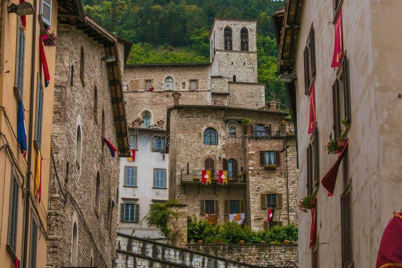 Den medeltida staden av Gubbio klädde för att festa arkivfoto