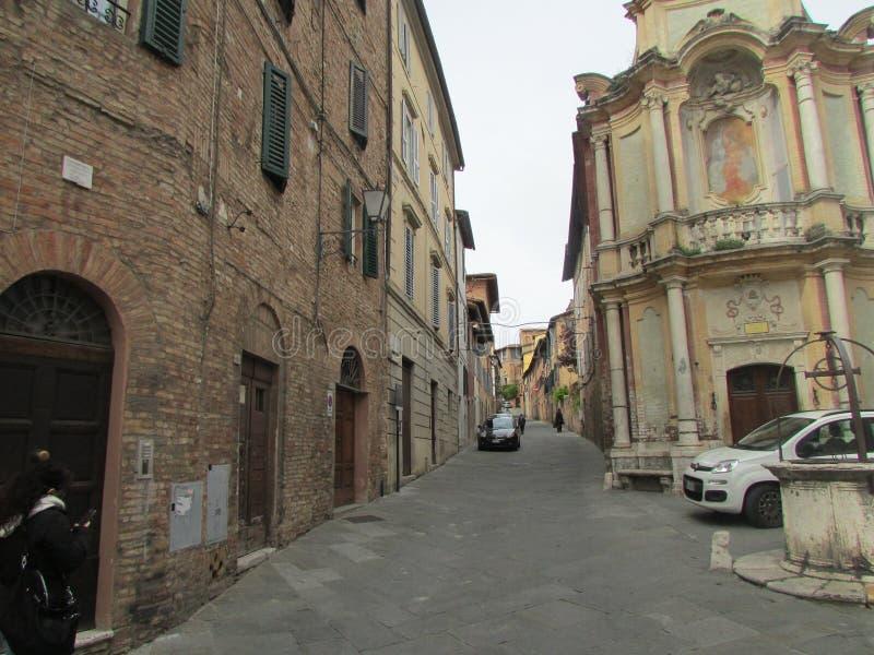 Den medeltida staden av Siena i Italien Det ?terst?r i dess original- form royaltyfria bilder