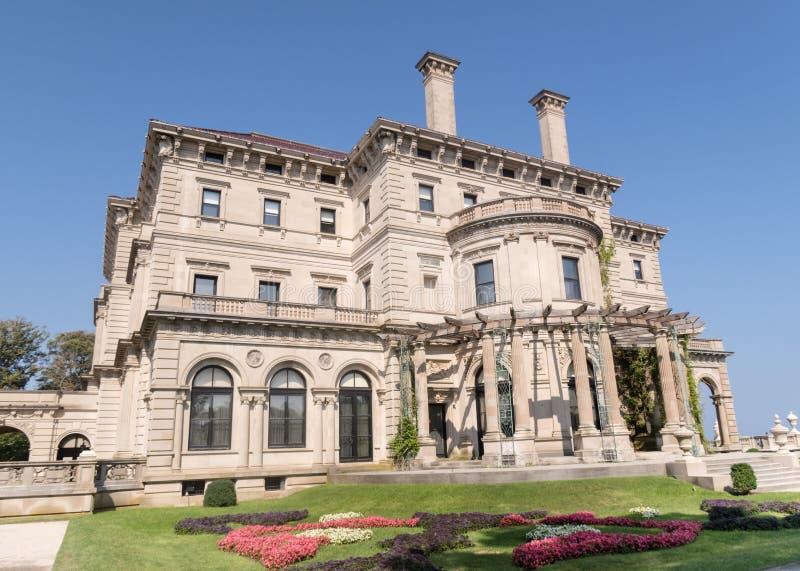 Den mest berömda Vanderbilt herrgården i Newport, RI - säkerhetsbrytarna arkivbild
