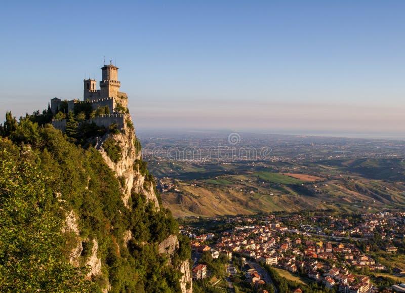 Den mest forntida fästningen av den San Marino-Rocca dellaen Guaita italy royaltyfri fotografi