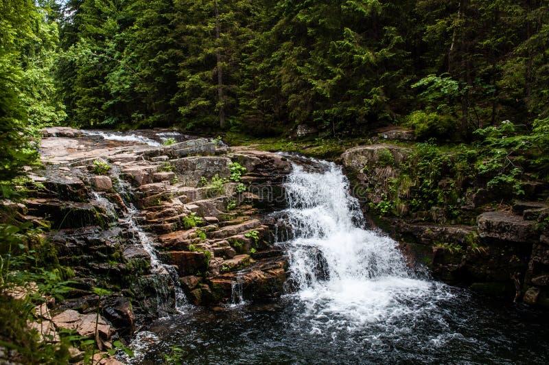 Den mest härliga vattenfallet av Krkonoše fotografering för bildbyråer