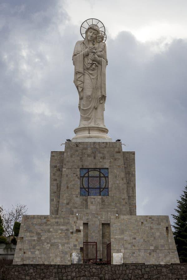 Den mest högväxta statyn av den jungfruliga Maryen, Haskovo, Bulgarien/Guinness bok av världsrekord arkivfoton
