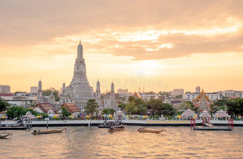 Den mest h?rliga synvinkeln Wat Arun, buddistisk tempel i Bangkok, Thailand arkivfoton