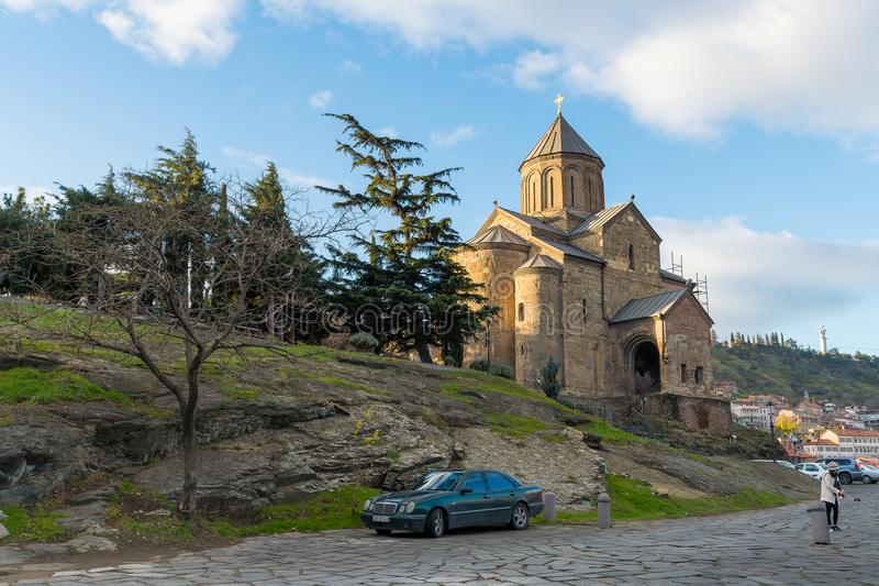 Den Metekhi domkyrkan i Tbilisi, Georgia arkivfoton
