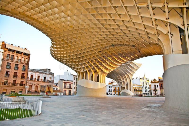 Den Metropol slags solskydd i Plaza de la Encarnacion i Sevilla arkivbilder