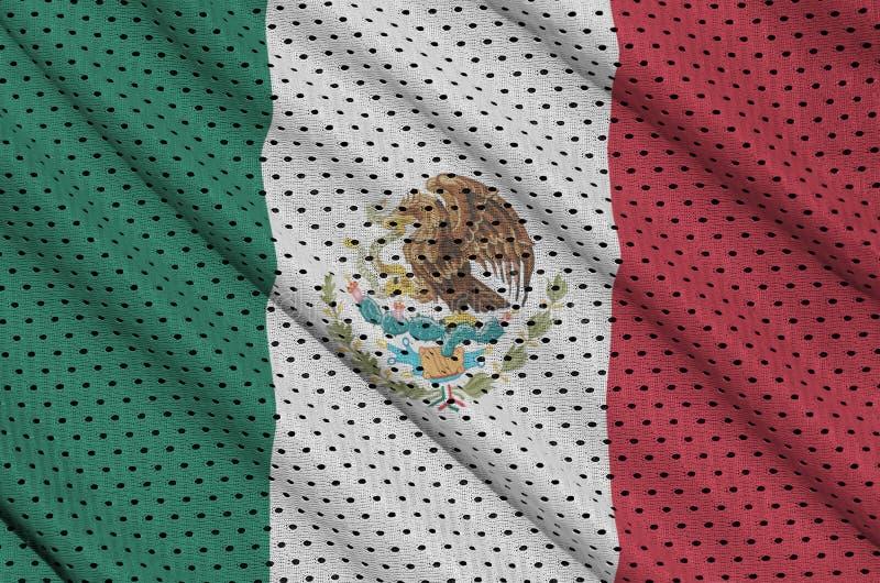 Den Mexico flaggan skrivev ut på ett tyg för ingrepp för polyesternylonsportswear royaltyfri bild