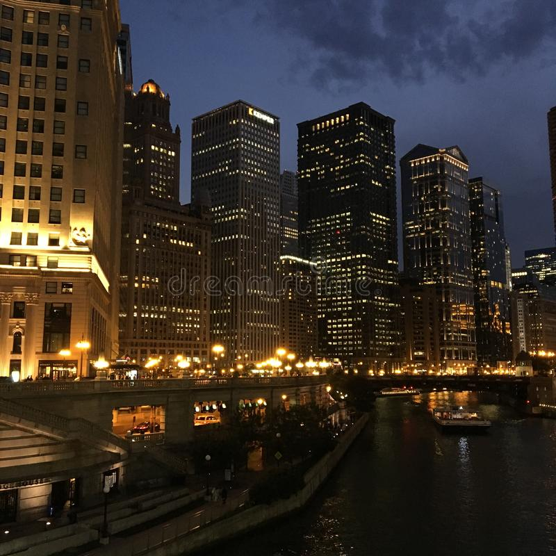 Den Michigan avenybron och den Wrigley byggnaden, Chicago arkivfoto