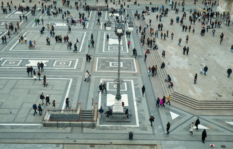 Den Milan fyrkanten kallade piazzaduomoen arkivbilder