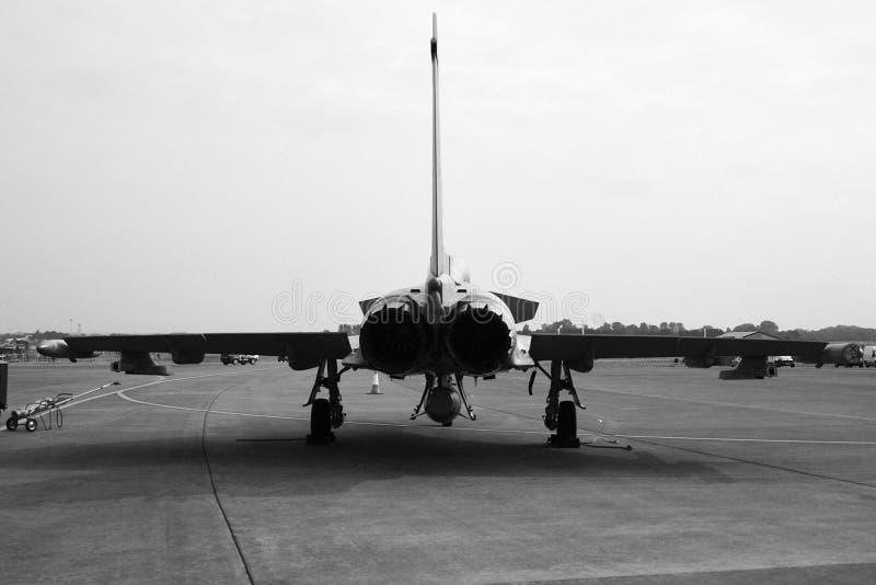 Den militära jaktflygplanet, ordnar till för tar av arkivbilder