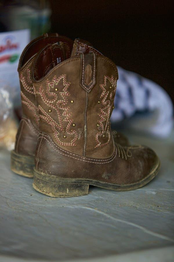 Den minsta cowboyen Boots arkivbild