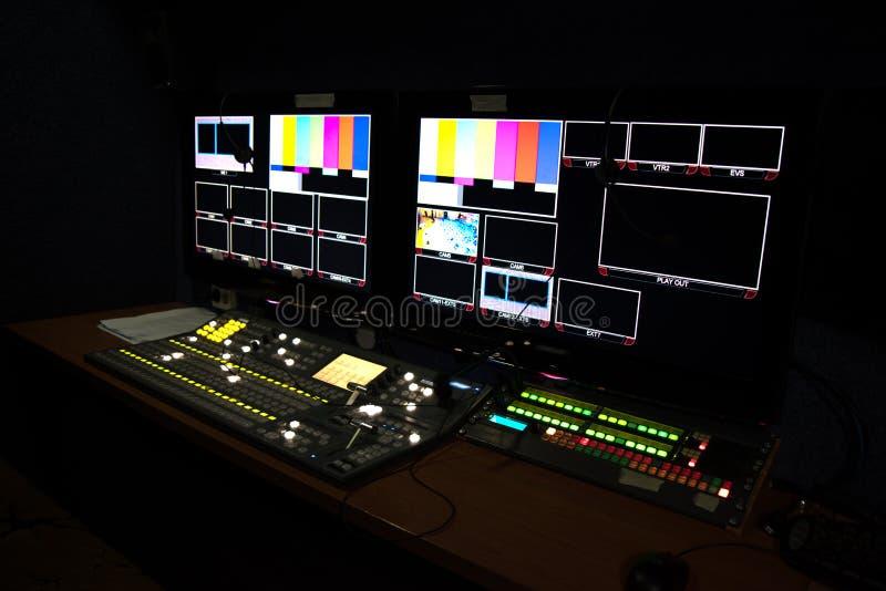 den mobila TVstudion med bildskärmar för att filma visar royaltyfri foto